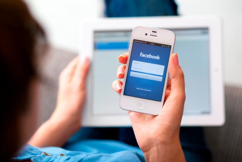 children using facebook